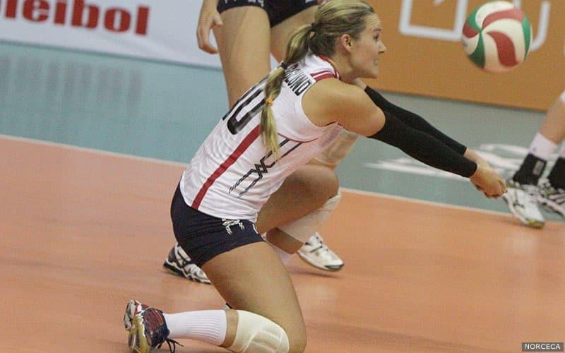 Natalie Hagglund playing volleyball
